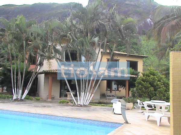 Casa com 24.600 m2 localizado a 7 km do trevo de Guarapari ES