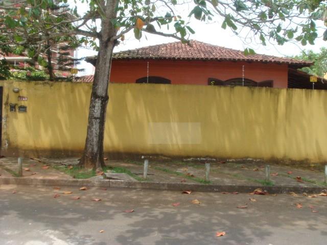 Casa com quatro quartos na Enseada Azul Guarapari